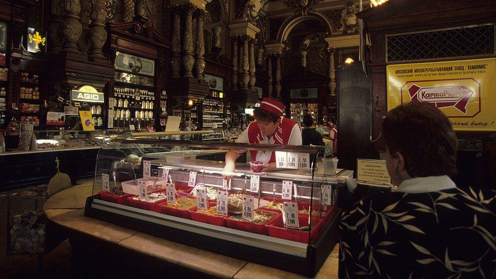 1998/01/01: Russia, Moscow, Tverskaya Street, Yeliseev's Luxury Grocery (Yeliseyevsky Food Store) In A 1820s Palace